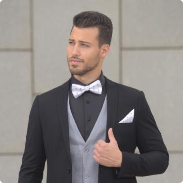 חליפת חתן שחורה עם וסט אפור ופפיון לבן