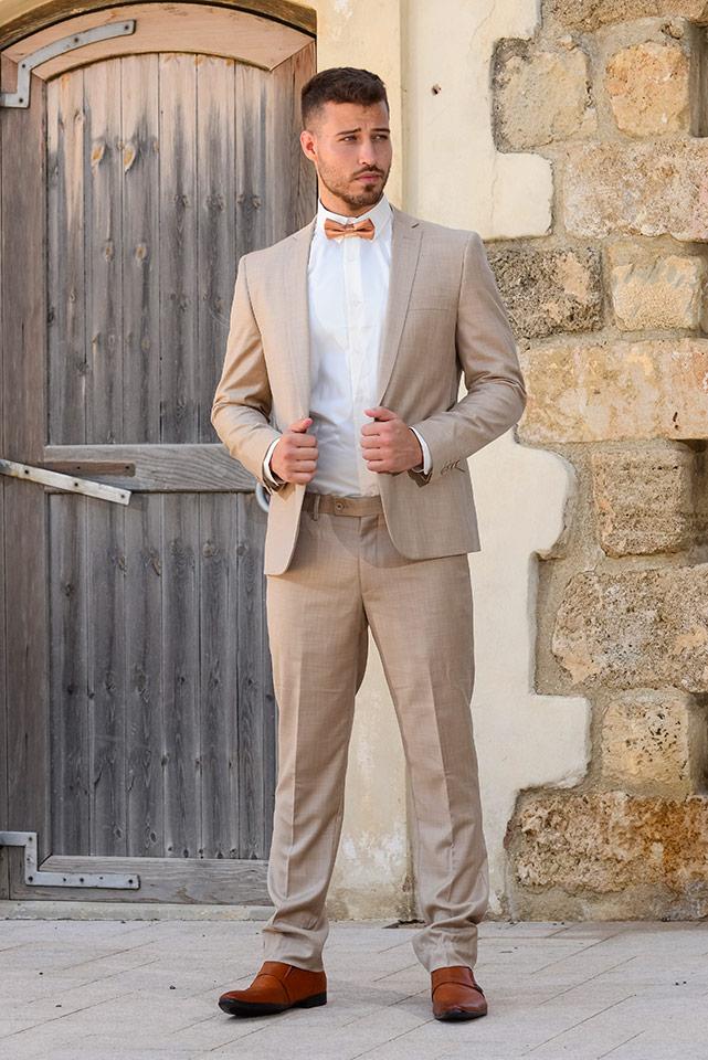 חליפת חתן קלאסית בצבעים בהירים עם פפיון
