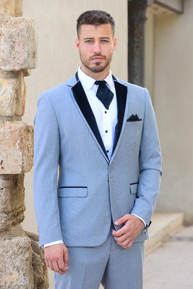 חליפת חתן מעוצבת בהירה עם צווארון ג'קט כפול