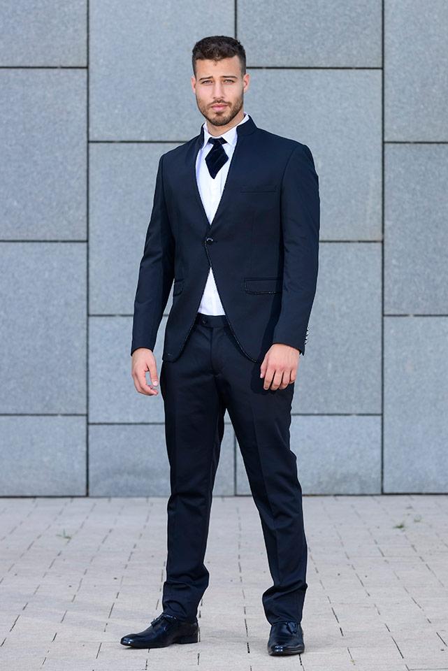 חליפת חתן מעוצבת בצבעי שחור ולבן