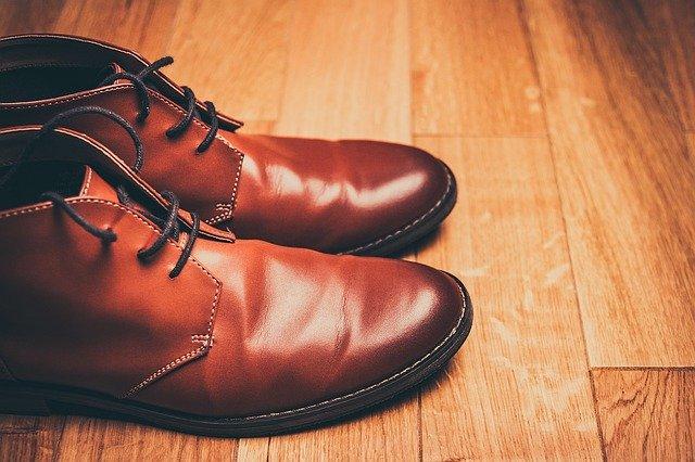 מדריך הסרת ריח רע מהנעליים